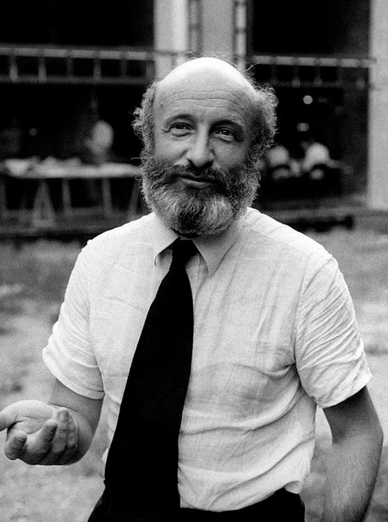 지난 15일 코로나19로 사망한 이탈리아 건축가 비토리오 그레고티의1975년 모습. [사진 Wikipedia]
