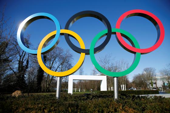 가디언이 IOC가 도쿄올림픽 무관중 경기는 고려하지 않는다고 보도했다. [로이터=연합뉴스]