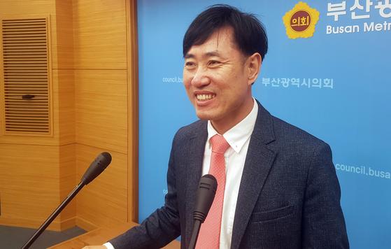 미래통합당 하태경 의원이 19일 부산시의회 브리핑룸에서 기자회견을 열어 부산 해운대갑 총선 출마를 선언하고 있다. 연합뉴스