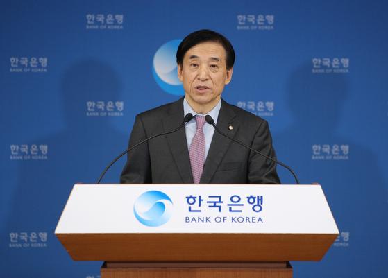 이주열 한국은행 총재가 16일 서울 중구 한국은행에서 열린 통화정책방향 기자간담회에서 발언하고 있다. 기자간담회는 유튜브로 생중계 됐다. 한국은행 제공