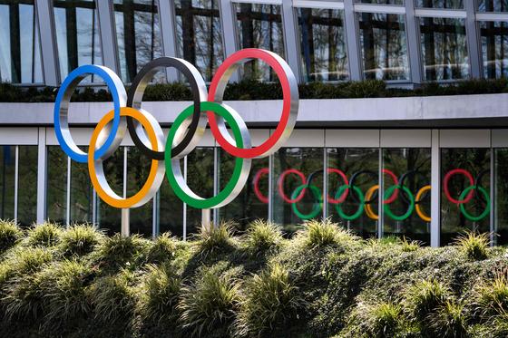 """IOC가 성명서를 내고 """"도쿄올림픽이 아직 4개월 남았는데, 현 단계에선 어떠한 극단적 결정도 내릴 필요 없다""""고 밝혔다. [AFP=연합뉴스]"""
