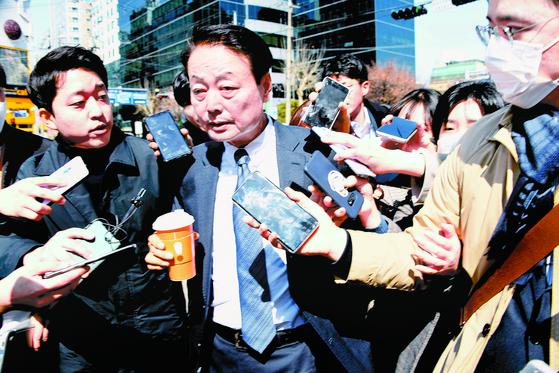 한선교 미래한국당 대표가 18일 서울 여의도 미래한국당 당사에서 열린 최고위원회의에 참석하고 있다. 이날 최고위는 당 공천관리위원회에 비례대표 명단 재심의를 요구했다. 오종택 기자