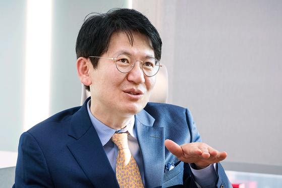 강성부 KCGI 대표가 18일 오전 서울 여의도동 IFC빌딩에서 중앙일보와 인터뷰하고 있다. 장진영 기자 / 20200318