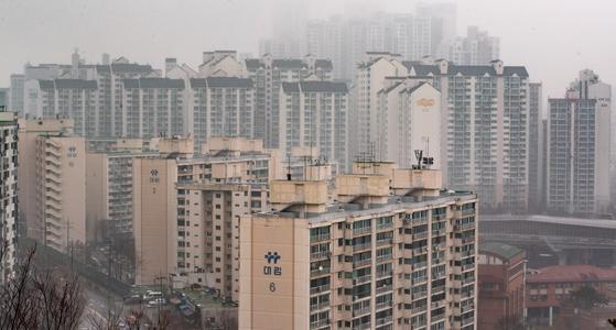 올해 공시가 급등으로 서울 깅북의 20평대 아파트도 종부세를 내게 됐다. 서울 성동구 아파트 단지의 모습. [뉴스1]