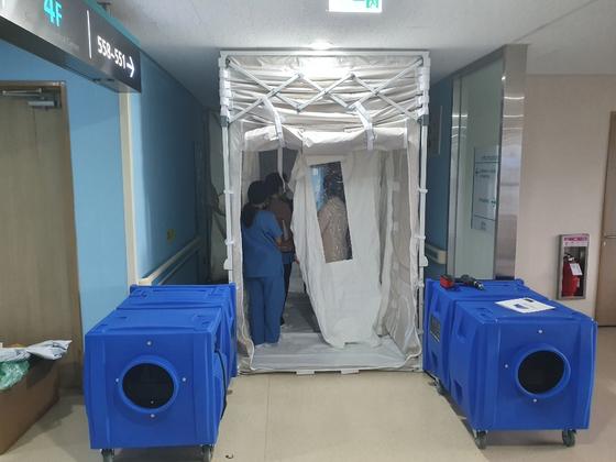 이동형 음압병동 구축장비(ECU)가 국내 최초로 운영되고 있는 서귀포의료원. [사진 노벨인더스트리스/케어윈스]