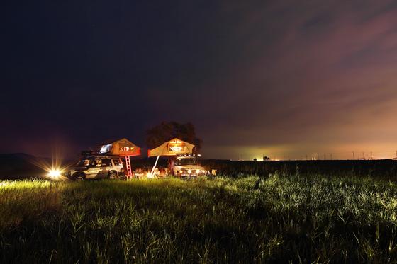 여행도 타인과 접촉이 없는 '언택트'가 대세다. 자가용에서 숙식을 해결하는 차박 캠핑이 언택트 여행 방법으로 주목받고 있다. [중앙포토]