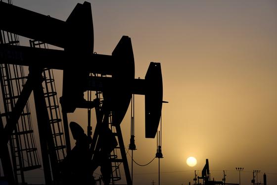 미국 텍사스 원유 생산시설. 텍사스주 정부가 1970년대 이후 처음으로 석유 감산을 검토 중이다. 연합뉴스