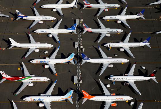 지난해 7월 1일 보잉이 각 항공사에 납품하려는 737 맥스(MAX) 항공기들이 미국 워싱턴주 시애틀 보잉 전용 공항에 나란히 서 있다. 737 맥스 기종은 2018년 10월과 2019년 3월 잇달아 추락했다. 보잉은 지난 1월부터 해당 기종 생산을 중단했다. [로이터=연합뉴스]
