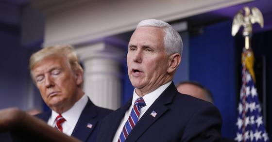 도널드 트럼프 미국 대통령(왼쪽)과 마이크 펜스 부통령. UPI=연합뉴스