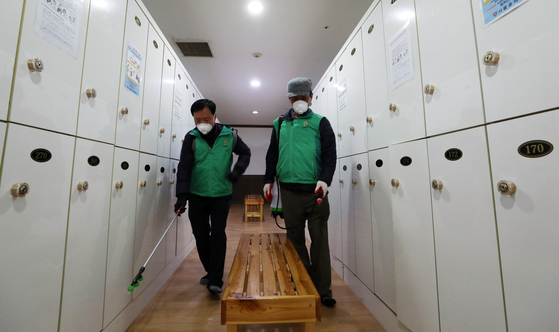 찜질방 방역(위 사진은 기사 내용과 관련 없습니다). 연합뉴스