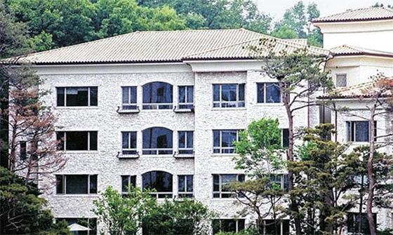올해까지 15년째 공동주택 공시가 1위를 이어온 서울 서초구 서초동 트라움하우스 5차. 올해 공시가 69억9200만원이 지난해보다 올랐지만 실제 몸값은 떨어졌다는 평가를 받고 있다.