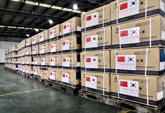 중국이 한국에 지원을 약속한 마스크 등 방호품이 23일 기준으로 전부 한국에 도착했다. [출처: 주한중국 대사관]