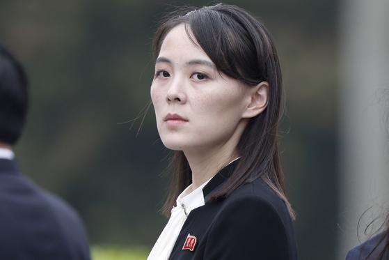 김여정 당 제1부부장이 지난해 3월 2일 베트남 하노이에서 2차 북미 정상회담이 결렬된 뒤 호치민 묘를 참배한 김정은 국무위원장을 수행하고 있다. [연합뉴스]