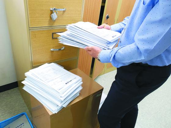 대출서류 쌓인 은행