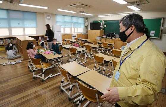 방역 지침 어기는 학원에 행정명령…확진자 나오면 손배소