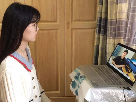 중국 저장해양 대학에서는 학생들이 취업을 위해 기업과 온라인으로 면접을 보고 있다고 소개했다. [중국 저장해양대학 홈페이지]