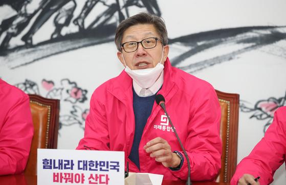 미래통합당 박형준 공동선대위원장이 24일 오전 국회에서 열린 선거전략대책회의에서 발언하고 있다. [연합뉴스]