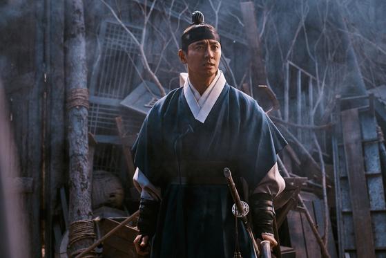 '킹덤' 시즌2에서 좀비와 맞서 싸우는 조선 세자역을 맡은 주지훈. [사진 넷플릭스]