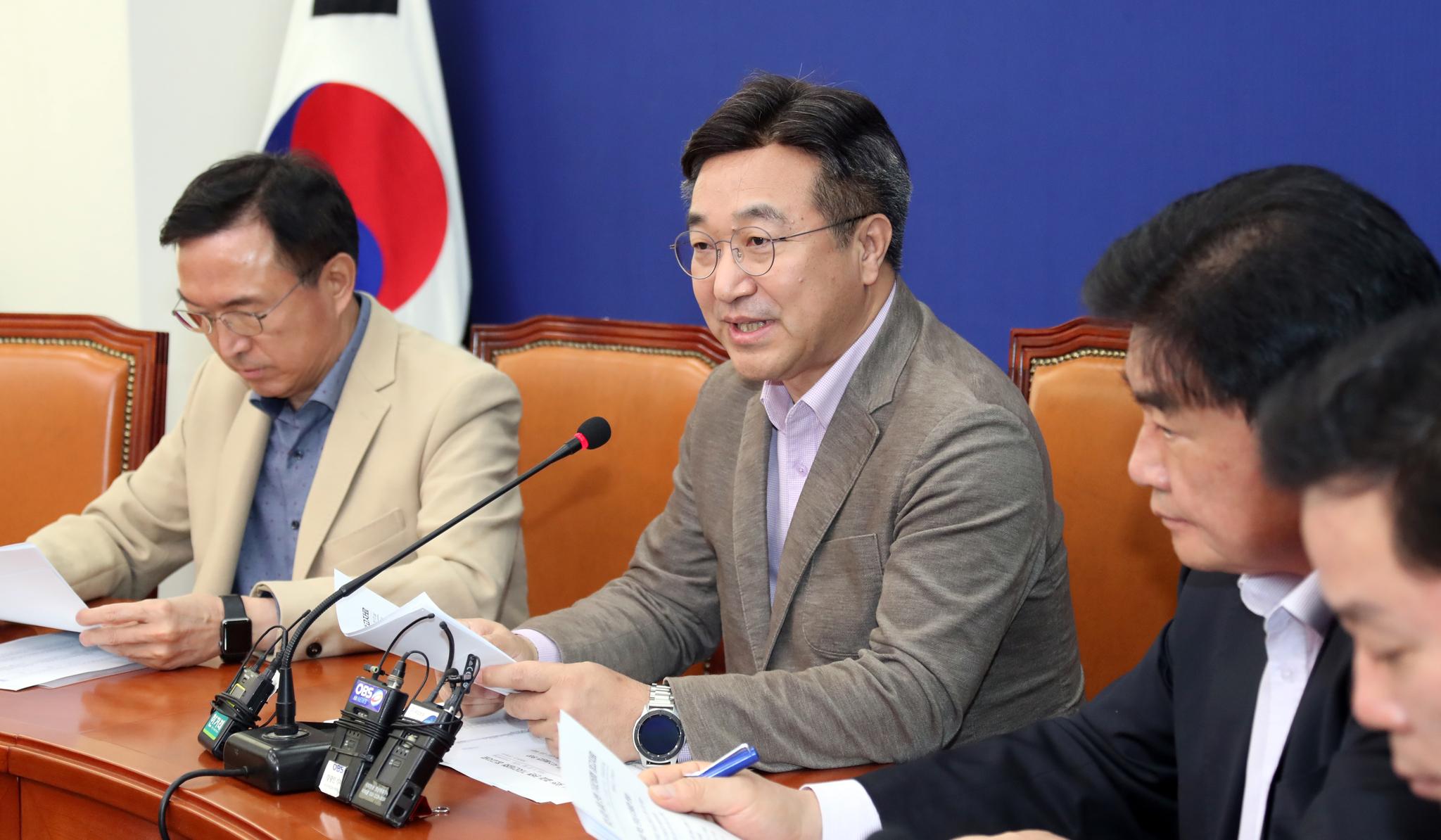 윤호중 더불어민주당 사무총장(왼쪽 두 번째). 변선구 기자
