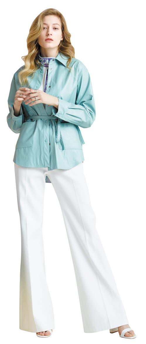 자체 패션 브랜드 'LBL'의 '레더 재킷'. 레더 재킷은 첫 방송에서 주문금액 6억원을 달성했다. [사진 롯데홈쇼핑]