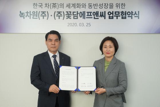 사진: 좌측부터 녹차원 김재삼 대표, 꽃담에프앤씨 박미경 대표