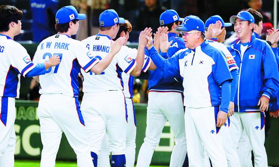 지난해 프리미어12에서 준우승을 차지해 도쿄올림픽 티켓을 따낸 야구 대표팀. [연합뉴스]