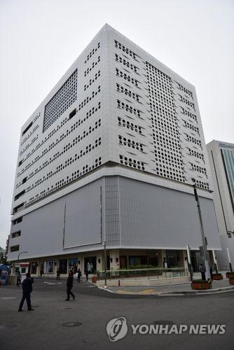 하나투어 본사 전경. 이 건물에서 운영하던 SM면세점이 문을 닫는다. 연합뉴스