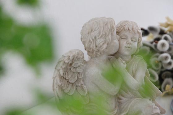 살그래 천사가 되자. 남몰래 살그머니 살맛나는 천사가 되어 사회에 기여하면 공포로 가득하고 우울한 코로나19 사태를 지혜롭게 헤쳐 나갈 수 있으리라. [사진 pexels]