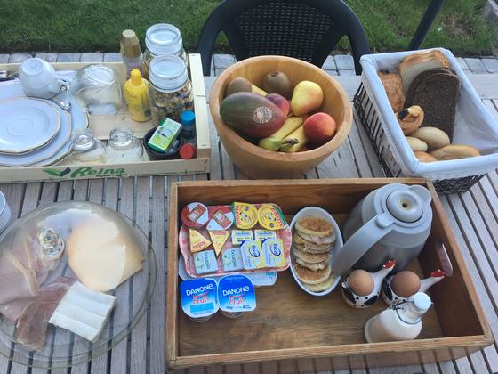 숙소에서 제공되는 아침식사.