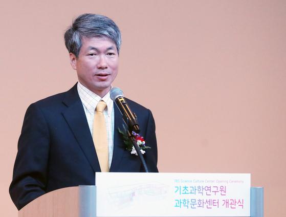 정윤기 대전시 행정부시장이 지난해 12월 10일 대전 유성구 기초과학연구원 과학문화센터 개관식에서 축사를 하고 있다. 뉴스1