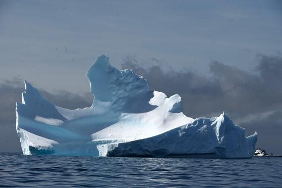지난해 11월 남극 해프문 섬 인근에서 관찰된 빙산의 모습. AFP=연합뉴스