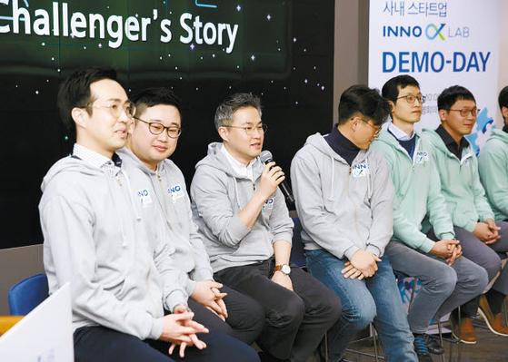 사내 스타트업 프로그램인 이노알파 랩 데모데이 참가자들이 신상품을 소개하고 있다. 이노알파 랩은 임직원이 새로운 보험사업 아이디어를 실패의 두려움 없이 실행해 볼 수 있는 상상력 실험실로 자리 잡았다. [사진 삼성화재]