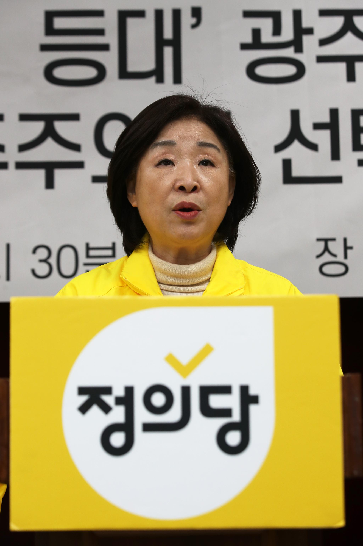 정의당 심상정 대표가 26일 오후 광주 서구 광주시의회 브리핑룸에서 기자회견을 하고 있다. 연합뉴스