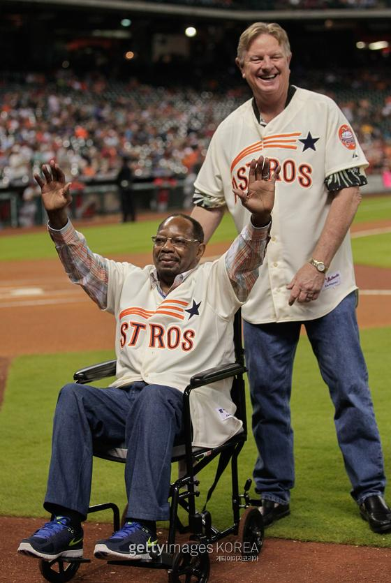 HOUSTON, TX - APRIL 18: Former Houston Astros Jimmy Wynn (L) and Larry Dierker wave to the crowd during a pre-game ceremony celebrating the 1965 Houston Astros team before the game against the Los Angeles Angels of Anaheim at Minute Maid Park on April 18, 2015 in Houston, Texas. (Photo by Bob Levey/Getty Images)