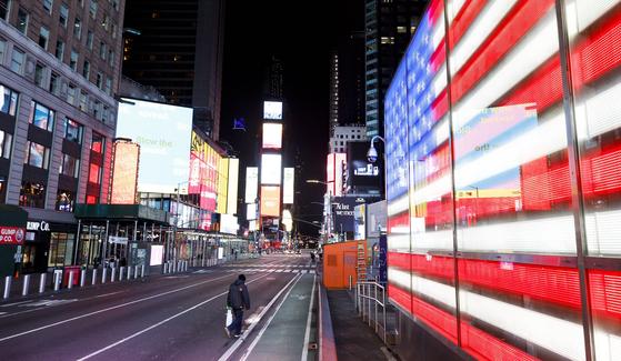 코로나19로 인적이 끊긴 뉴욕 타임스퀘어. EPA