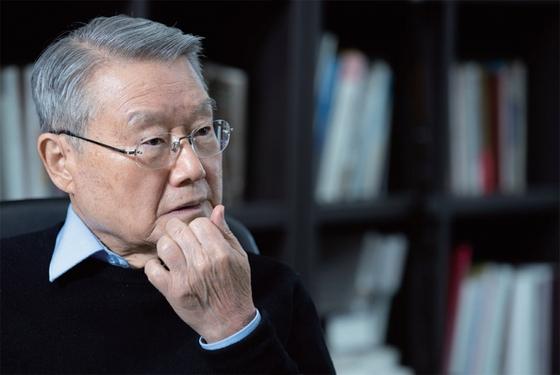 라종일 가천대 석좌교수는 남한의 군사적 안전보장을 전제로 하는 대북(對北) 포용정책이 필요하다는 입장이다.