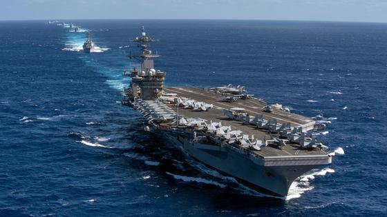 태평양 해상에서 미 해군의 시어도어 루스벨트함이 기동하고 있다. [미국 태평양함대 트위터 캡처=연합뉴스]