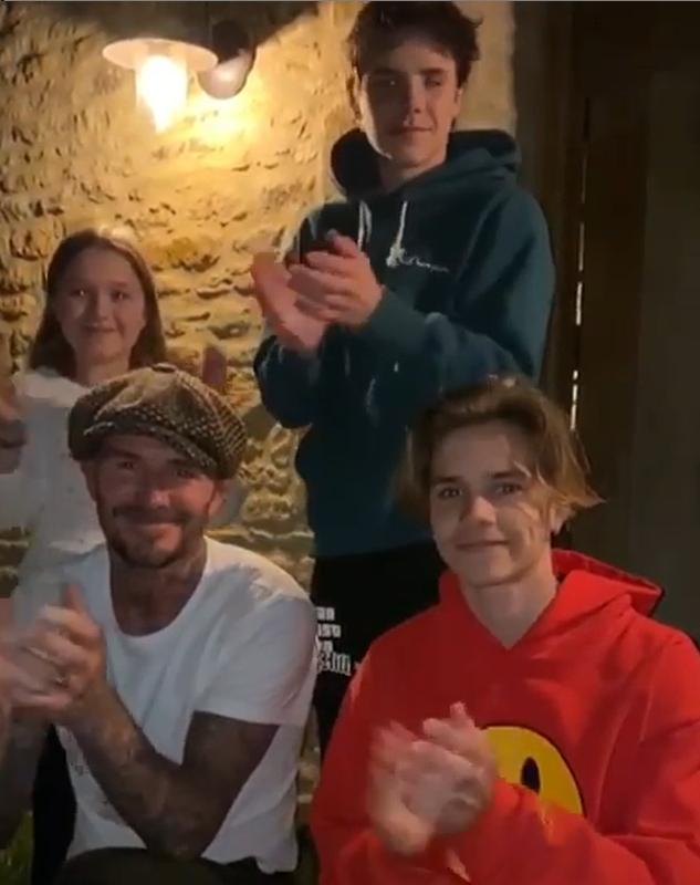 축구 스타 베컴(왼쪽 아래)이 영국 의료진에 박수를 보내는 캠페인에 아이들과 함께 동참했다. [사진 베컴 인스타그램]