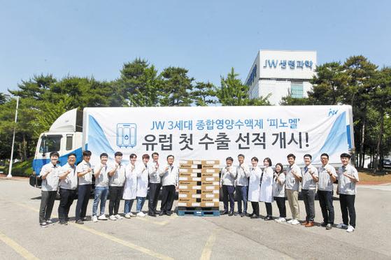 JW생명과학은 지난해 6월 3체임버 종합 영양수액의 유럽 첫 수출 물량을 선적했다.