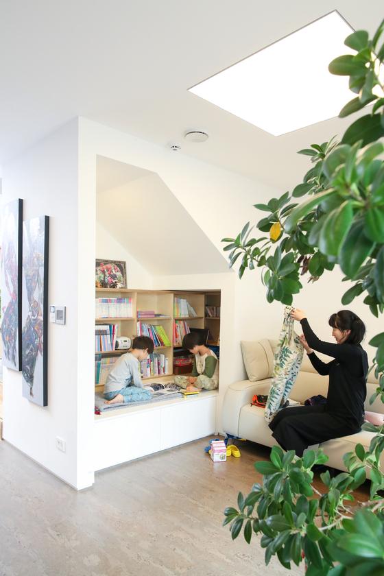 각각 4인으로 구성된 누나와 동생 가족이 함께 지은 인천 논현동 '수퍼-E주택' 내부. 우상조 기자