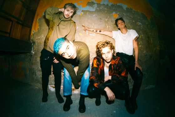 27일 정규 4집 'C A L M'을 발표한 호주 밴드 5 세컨즈 오브 서머. [사진 유니버설뮤직]