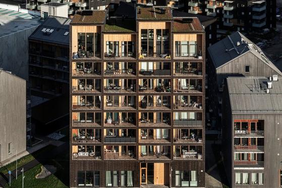 최근 스웨덴 스톡홀름에 지어진 8.5층 규모의 목구조 아파트.[사진 photo by Nikolaj Jakobsen]