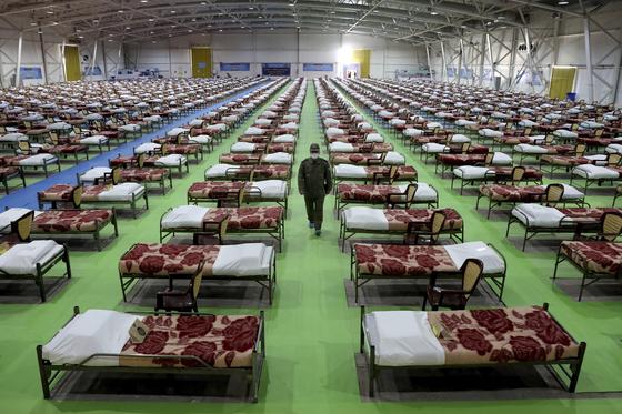 이란 테헤란의 국제무역전시장 내부에 병상 2000개를 갖춘 임시 병원이 들어섰다.[AP=연합뉴스]