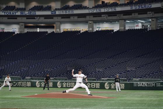 일본 프로야구는 코로나19 팬데믹이 선언된 후에도 팀 간 시범경기를 강행해 왔다. [EPA=연합뉴스]