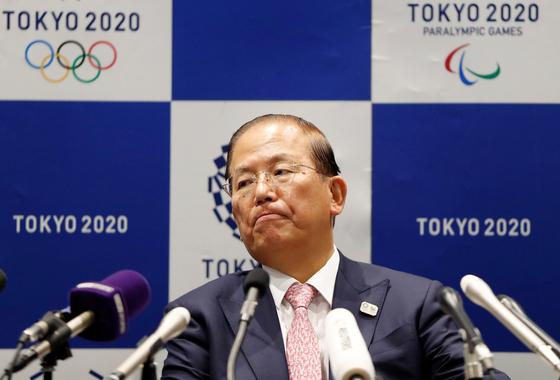30일 IOC 이사회가 끝난 뒤 기자회견에서 올림픽 연기 관련 질문에 답변하는 도쿄 올림픽 조직위 원회 무토 도시로.사무총장. [로이터=연합뉴스]
