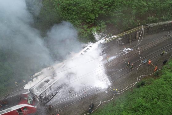30일 오전 11시 40분 중국 후난성에서 열차가 탈선해 현재까지 1명이 숨지고 127명이 부상을 당했다고 중국 신경보가 보도했다. 신화=연합뉴스