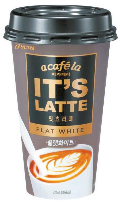빙그레가 새로 출시한 '아카페라 잇츠라떼' 5종 중 플랫화이트(왼쪽)와 쇼콜라모카. 커피와 우유의 부드러운 조화로 풍미가 뛰어나다. [사진 빙그레]