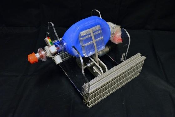 세계적으로 인공호흡기 수요가 늘어난 가운데, 미국 MIT에서 주도하는 원가를 절감한 미니 인공호흡기 프로젝트가 주목받고 있다. [출처: MIT 홈페이지]