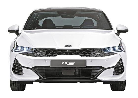 올해의 차 '디자인' 상을 수상한 기아자동차 K5. 디자인 외의 영역에서도 높은 점수를 받아 마지막까지 현대 그랜저와 '올해의 차'를 두고 경합을 벌였다. [사진 기아자동차]