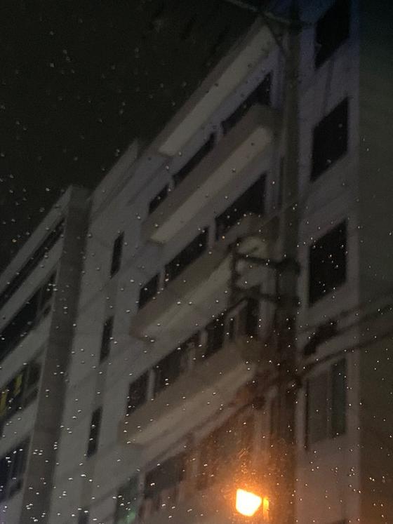 26일 오후 대구 동구 한 상가 건물. 이 건물 4~5층에 위치한 교회와 기도원에서 기도회가 진행됐지만 바깥에서는 불이 켜져있는지 확인되지 않았다. 김윤호기자